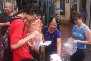 Người trẻ đua 'Cứu trợ thực phẩm'