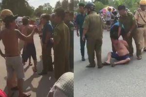 Clip CSGT, dân phòng đánh nhừ tử thanh niên xăm trổ hung hãn ở TP.HCM