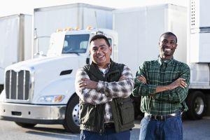 Trả lương khủng, Mỹ vẫn khan hiếm tài xế xe tải