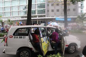 TP HCM: Bến taxi 'ế khách' trong ngày đầu khai trương