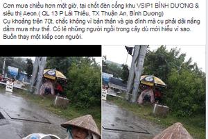 Nghẹn đắng họng cảnh cụ bà co ro trong tấm bạt rách ngồi dưới mưa: Thương lắm một kiếp người!