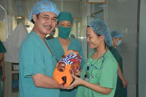 2 bệnh viện cứu sống 2 mẹ con bệnh nhân nguy cơ tử vong cao do hẹp khí quản