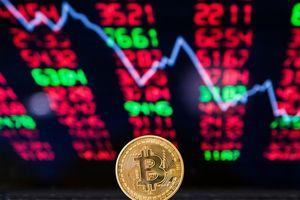 Phản ứng với quyết định của SEC: Bitcoin lao dốc hơn 10%