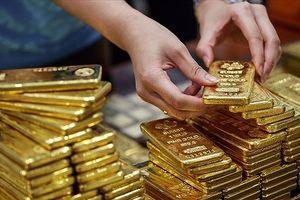 Giá vàng trong nước vẫn ngược chiều với giá vàng thế giới