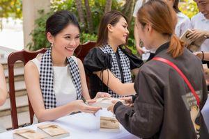 Dàn hoa hậu Việt Nam ký tặng sách cho độc giả Sài thành