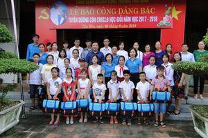CĐ Công Thương Thái Bình tuyên dương học sinh giỏi vượt khó là con của CNVCLĐ