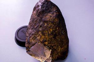 Kim cương không cứng bằng chất lạ trong hòn đá thiên thạch