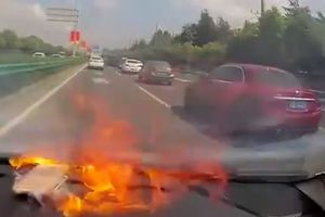 Clip: Khoảnh khắc iPhone bất ngờ phát nổ trên ô tô