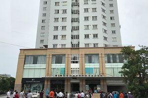 Người phụ nữ rơi từ tầng 10 chung cư xuống đất tử vong
