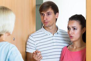 Mẹ chồng không thích con trai ngủ với con dâu