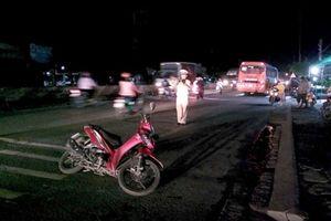 Ôtô khách va chạm xe máy chở trẻ nhỏ, người phụ nữ bị thương