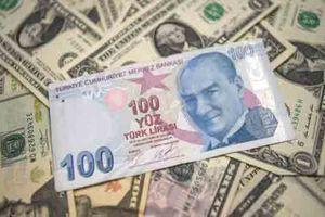 Đồng USD chạm đỉnh hơn 1 năm, lira Thổ Nhĩ Kỳ sụt giá không phanh vì căng thẳng với Mỹ