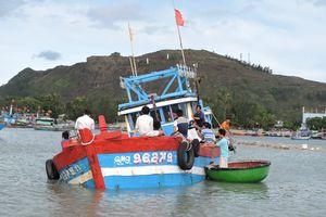 Liên tiếp các tàu cá Quảng Ngãi gặp nạn trên biển
