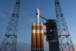 Chuyến bay lịch sử đến Mặt Trời của NASA bị hoãn 24 giờ