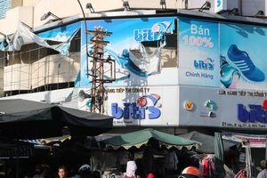 Hiểm họa chết người từ những bảng quảng cáo ngoài trời tại TP HCM