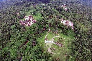 Thánh địa cổ ở Việt Nam đẹp như tranh cổ tích