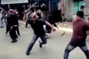 Hai nhóm côn đồ hỗn chiến bằng súng, người dân qua đường trúng đạn tử vong