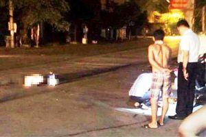 Hai nhóm thanh niên 'nói chuyện' bằng súng, một người đi đường tử vong