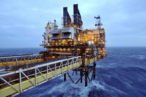 Giá dầu chốt lại tuần giảm nhẹ