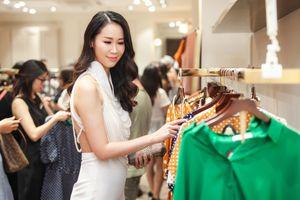 Dương Thùy Linh diện váy hở lưng táo bạo