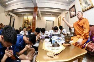Olympic Thái đến chùa cầu nguyện trước khi đi Asiad 18
