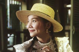 Thanh Hằng nghiện dùng mũ cói nhất showbiz Việt