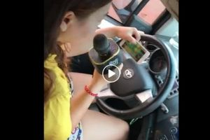 Clip nữ tài xế vừa lái xe vừa hát karaoke dậy sóng MXH