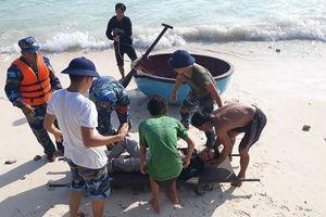 Cứu hộ và cấp cứu thành công 4 ngư dân bị nạn
