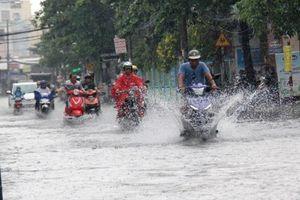 Áp thấp nhiệt đới giật cấp 9 trên Biển Đông, có khả năng mạnh thêm