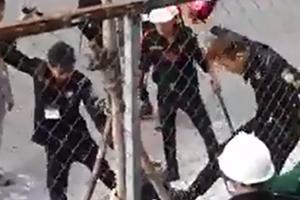 Xôn xao clip nhóm bảo vệ đánh hội đồng 2 công nhân