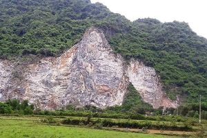 Quảng Bình: Trèo lên núi khoan đá, 1 công nhân rơi xuống đất tử vong