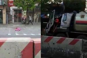 Clip xe tải húc người phụ nữ văng 20m, quay lén phố đèn đỏ Hàn Quốc