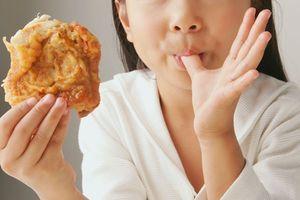 Thực phẩm dễ gây dậy thì sớm ở trẻ, cha mẹ nên hạn chế cho con ăn