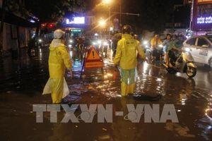 Áp thấp nhiệt đới đang gây mưa ngập hàng chục tuyến phố Thủ đô