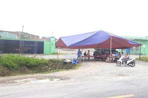Hà Tĩnh: Người dân vẫn dựng rạp chặn cổng nhà máy xử lý rác gây ô nhiễm