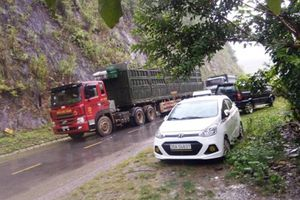 Quốc lộ 4G qua Sơn La sạt lở, giao thông ách tắc nhiều giờ