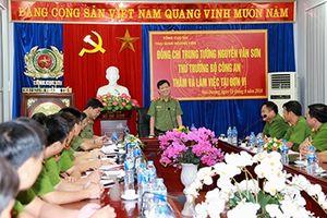 Thứ trưởng Nguyễn Văn Sơn thăm, làm việc tại Trại giam Hoàng Tiến