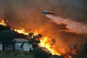Mỹ: Hàng ngàn người phải sơ tán do đám cháy tại California lan tới khu dân cư