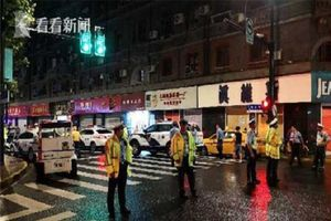 Thượng Hải: Biển hiệu rơi xuống đường làm 3 người thiệt mạng