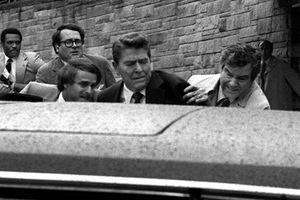 Lần suýt mất mạng của tổng thống mỹ Ronald Reagan trong vụ ám sát