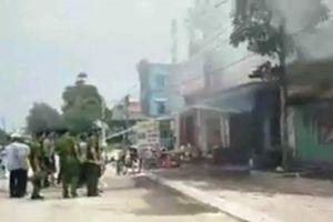 Dập tắt vụ cháy ở chợ huyện Nga Sơn (Thanh Hóa)