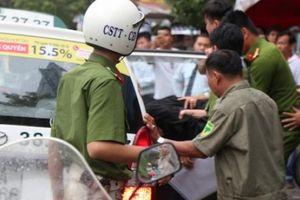 Hành động khó hiểu của đối tượng cướp ngân hàng ở TP.HCM