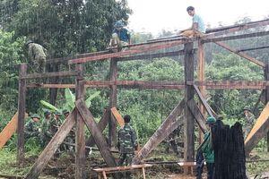 Điều động 50 cán bộ, chiến sĩ giúp dân ở tâm lũ vùng biên Kon Tum