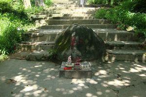 Chuyện bí hiểm về hòn đá thần trấn yểm cổ tự ở Bình Dương