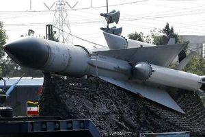 Mỹ vừa tái áp đặt trừng phạt, Iran công bố thế hệ tên lửa mới