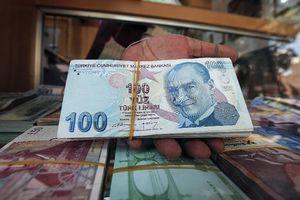 Thổ Nhĩ Kỳ khủng hoảng tiền tệ vì Mỹ, thế giới lập tức 'chao đảo'