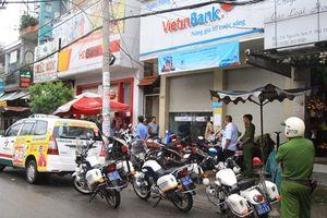 Bắt nghi phạm dùng dao uy hiếp, cướp tiền trong ngân hàng VietinBank