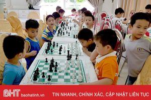 150 kỳ thủ cờ vua nhí 3 tỉnh tranh Cúp kiện tướng tí hon tại Hà Tĩnh
