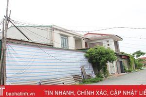Dựng cột tre 'xin' kéo điện về nhà, 8 hộ dân Văn Yên sống trong lo lắng!