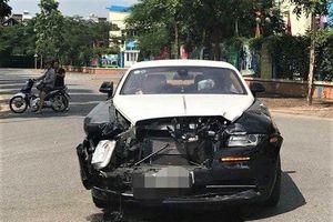 Ai điều khiển siêu xe Rolls-Royce gặp tai nạn với xe Honda CR-V?